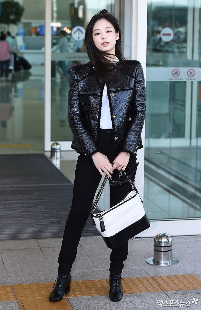 Đẳng cấp như Jennie (Black Pink) ra sân bay: Đơn giản nhưng vẫn đẹp hoàn hảo, sang chảnh như dự sự kiện - Ảnh 5.