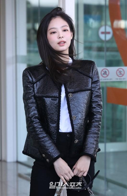 Đẳng cấp như Jennie (Black Pink) ra sân bay: Đơn giản nhưng vẫn đẹp hoàn hảo, sang chảnh như dự sự kiện - Ảnh 7.