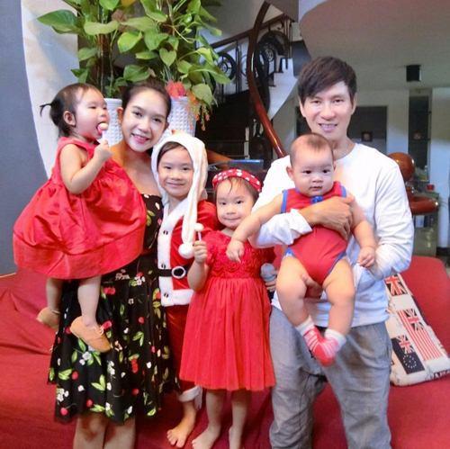 Lý Hải đón tuổi 50 bên vợ và các con nhưng hình ảnh trang trí trong bữa tiệc mới là điều được chú ý - Ảnh 6.