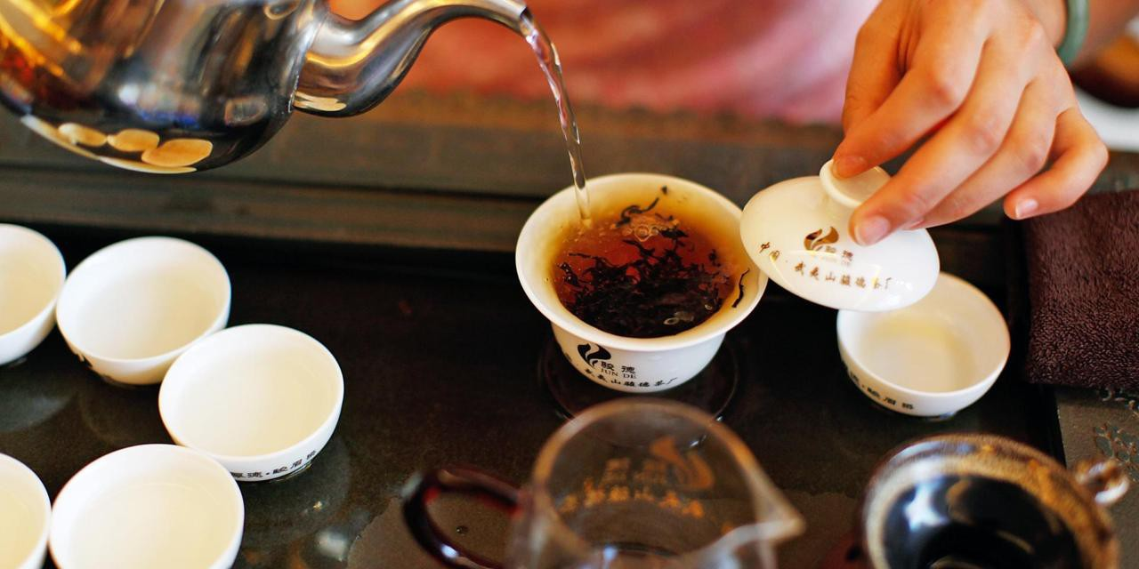 Dãy Himalaya hùng vĩ là quê hương của giống trà quý hiếm nhất của Ấn Độ: 50 triệu mới được 1kg - Ảnh 5.