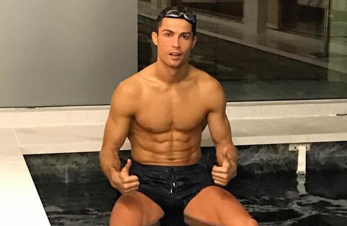 Chị em nhớ lấy xô hứng nước miếng trước khi xem loạt ảnh này của Ronaldo nhé - Ảnh 15.