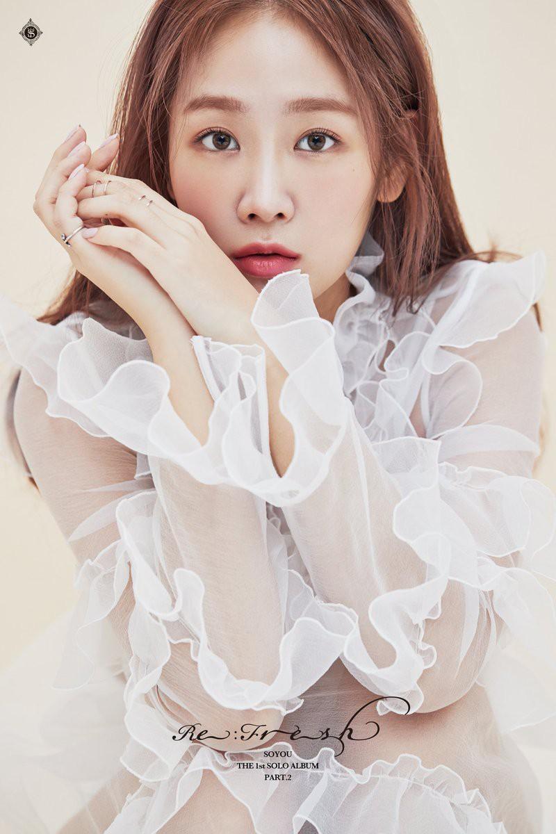 """Không kém cạnh Yuri, Soyou cởi áo khoe lưng trần """"nóng"""" hết cỡ trong teaser mới nhất - Ảnh 3."""