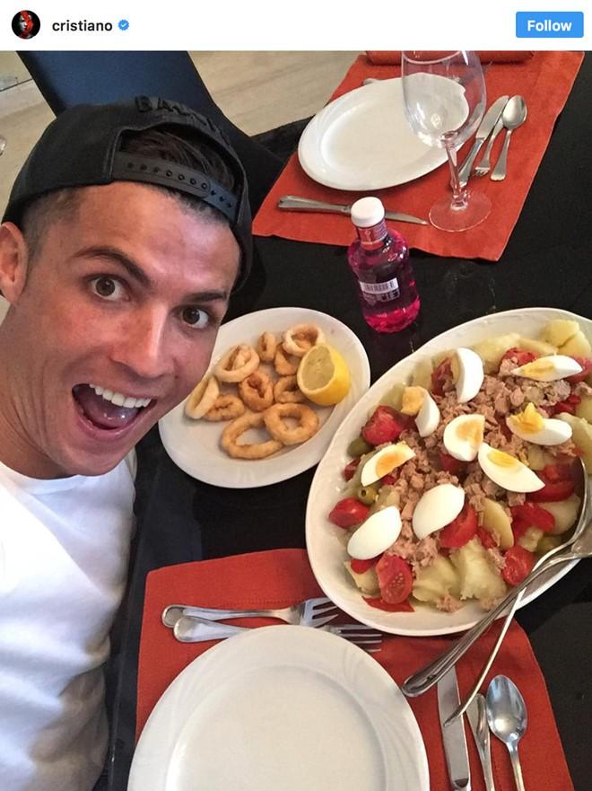 Chị em nhớ lấy xô hứng nước miếng trước khi xem loạt ảnh này của Ronaldo nhé - Ảnh 6.