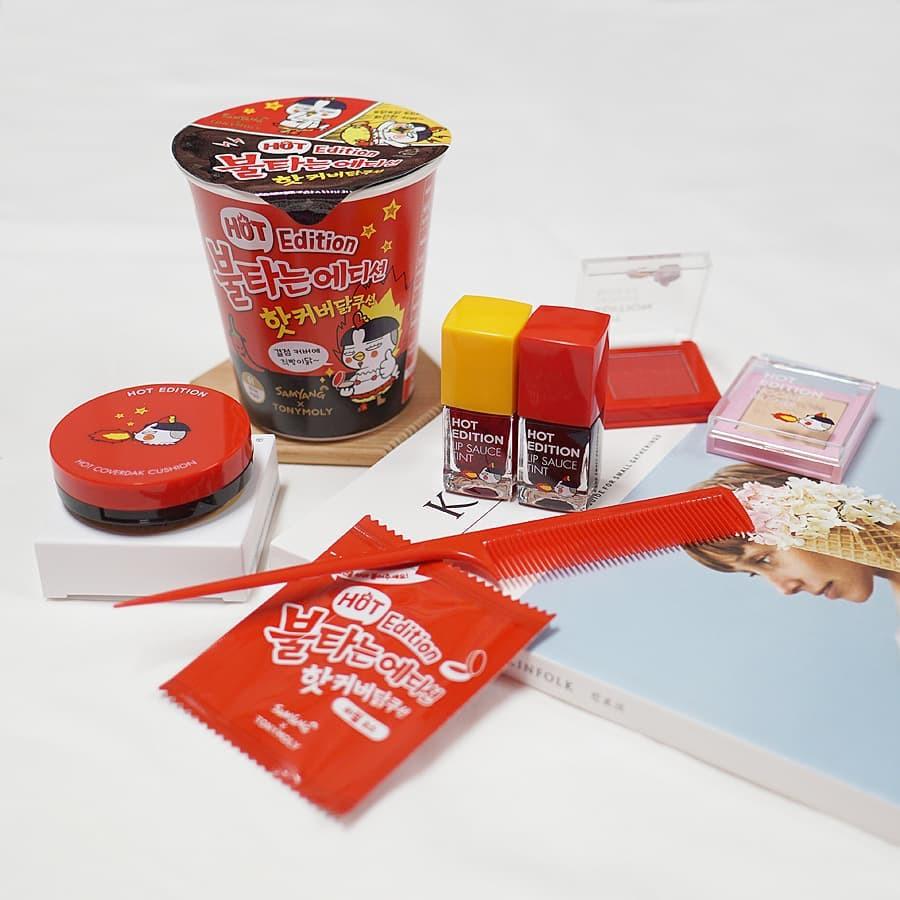 Trông như hộp mì ăn liền nhưng mở gói gia vị ra thì toàn son phấn, đây đích thị là bộ mỹ phẩm Hàn hay ho nhất thu này - Ảnh 5.