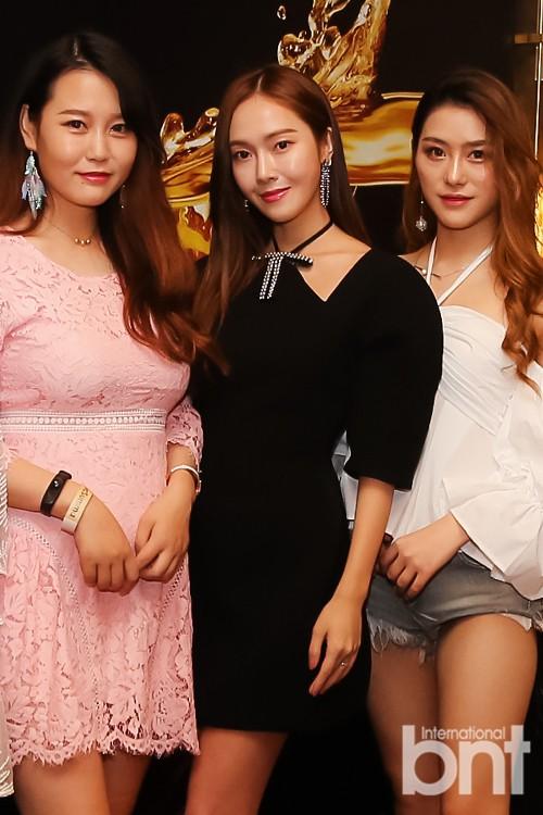 """Xinh xắn lại còn hack dáng, chẳng trách Jessica, Seohyun (SNSD), Jisoo (Black Pink) và Chungha đều cùng """"đối đầu"""" với mẫu váy này - Ảnh 2."""