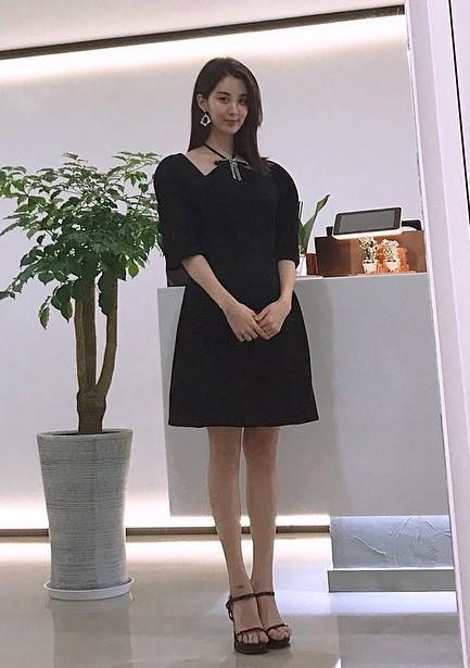 """Xinh xắn lại còn hack dáng, chẳng trách Jessica, Seohyun (SNSD), Jisoo (Black Pink) và Chungha đều cùng """"đối đầu"""" với mẫu váy này - Ảnh 5."""