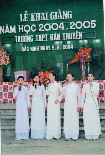 Chùm ảnh lễ khai giảng của thế hệ 7x, 8x: Còn ai nhớ về 1 thời quần vải xanh, áo trắng, khăn quàng đỏ, mũ ca lô? - Ảnh 13.