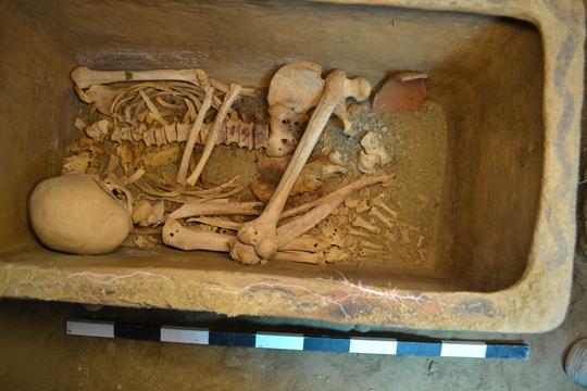 Ô tô sụt hố, lọt xuống mộ cổ 3.400 năm - Ảnh 4.