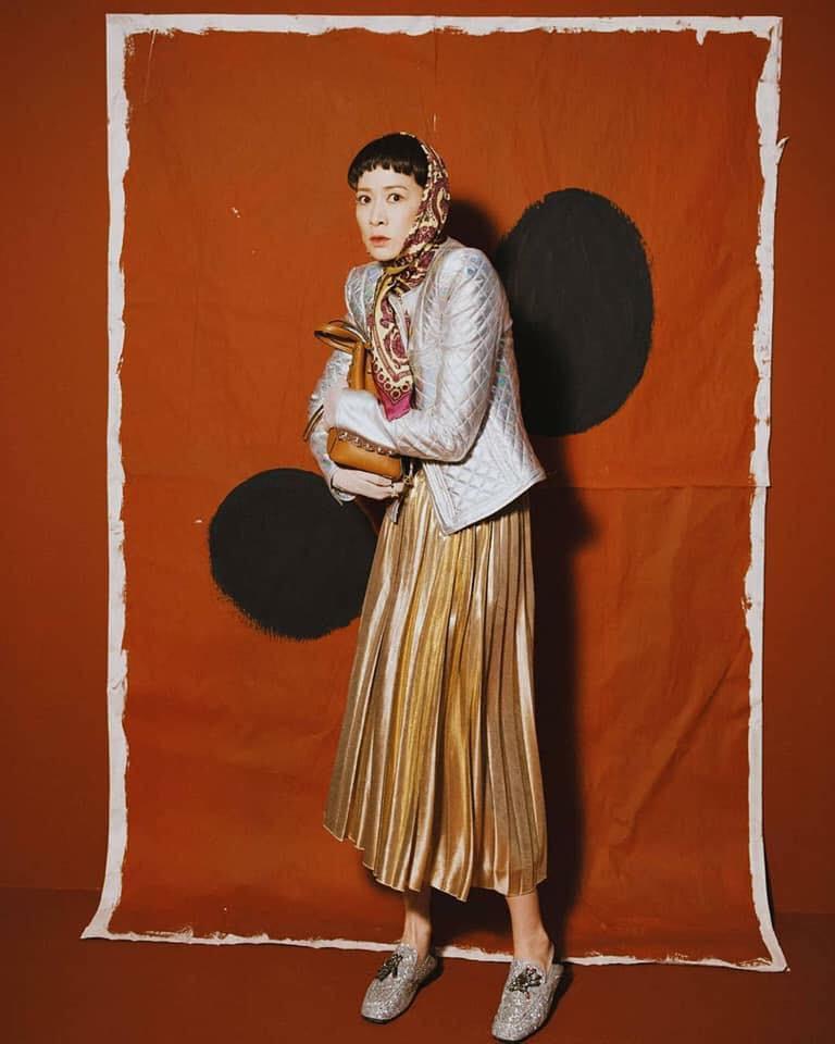 Từ Kế Hậu Xa Thi Mạn đến Phí Phương Anh, Kelbin, Salim khiến bạn phải công nhận: style bà già bán gà đang là xu hướng đích thực! - Ảnh 2.