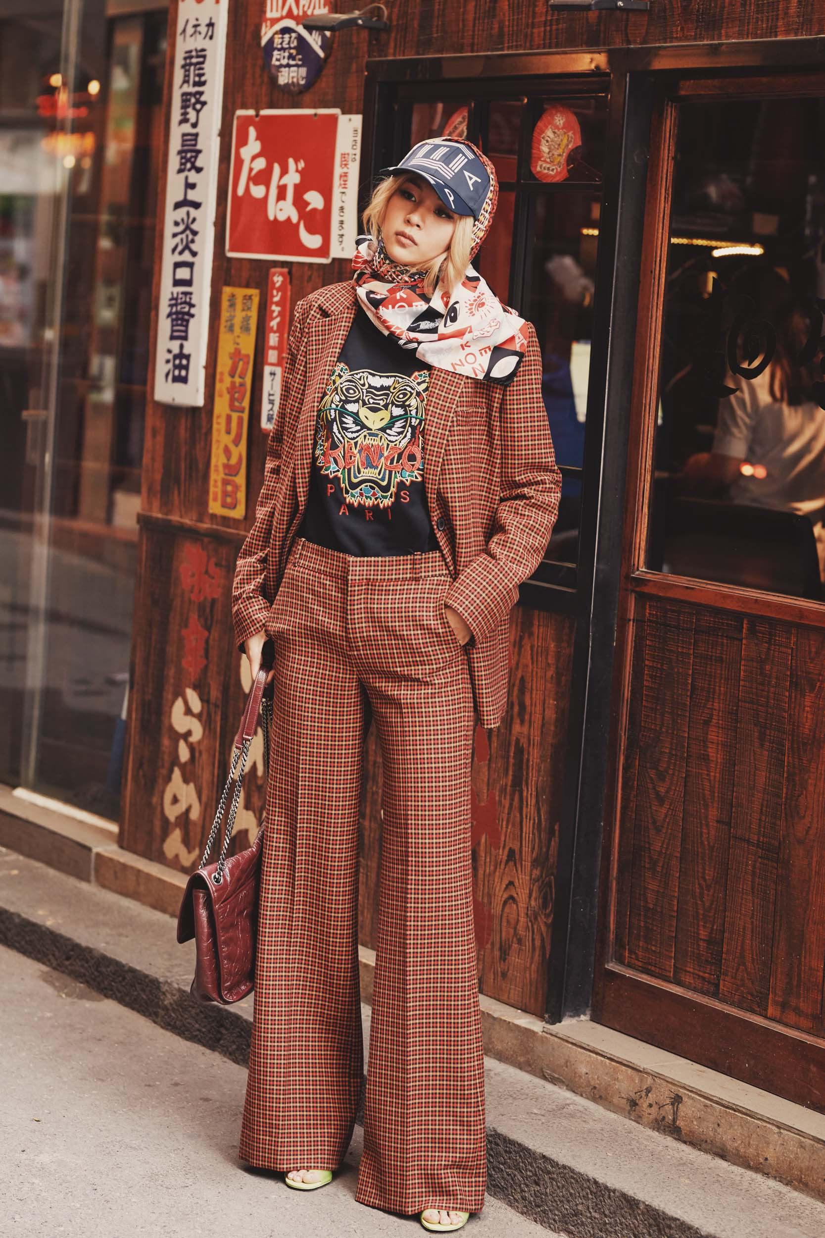 Từ Kế Hậu Xa Thi Mạn đến Phí Phương Anh, Kelbin, Salim khiến bạn phải công nhận: style bà già bán gà đang là xu hướng đích thực! - Ảnh 3.