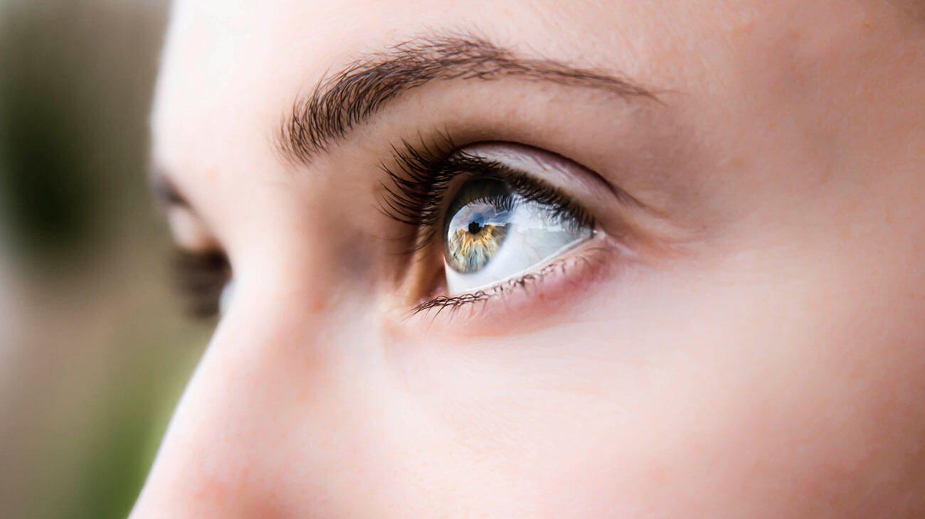 Thói quen rất nhiều người mắc phải nhưng gây ra tới 4 cái hại cho mắt - Ảnh 2.