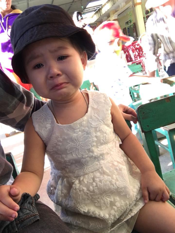 Chùm ảnh: Giọt nước mắt bỡ ngỡ và những biểu cảm khó đỡ của các em nhỏ trong ngày khai giảng - Ảnh 3.