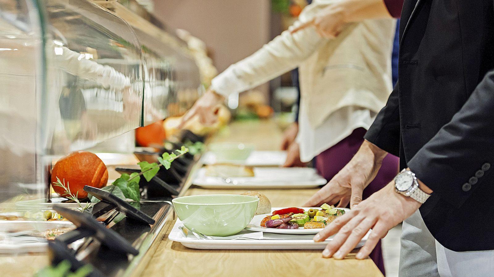 6 lời khuyên ăn uống lành mạnh mà dân văn phòng không nên bỏ qua - Ảnh 1.