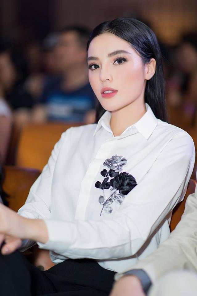 Lâu lắm rồi mới để mái bằng, nhưng Kỳ Duyên lại quê độ so với chính đối thủ ngay tại Siêu mẫu Việt Nam 2018 - Ảnh 3.