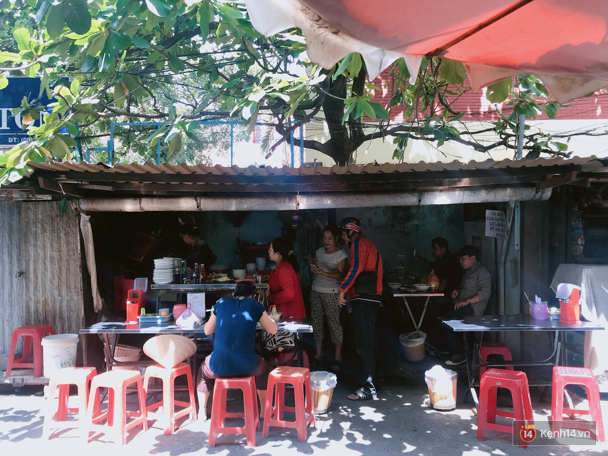 Nếm vị thời gian của một Sài Gòn bình dân ở quán cháo lòng 41 tuổi - Ảnh 2.