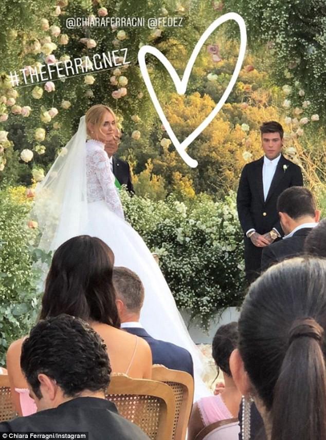 Đám cưới Hoàng gia Anh bỗng lép vế trước hôn lễ của một cặp đôi thường dân đặc biệt - Ảnh 1.