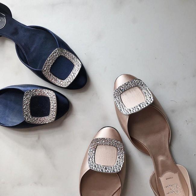 Sau khi kết hôn, Á hậu Tú Anh chỉ chọn đi giày bệt chắc hẳn không phải vì bầu bí mà vì lý do cực kỳ tinh tế này - Ảnh 7.