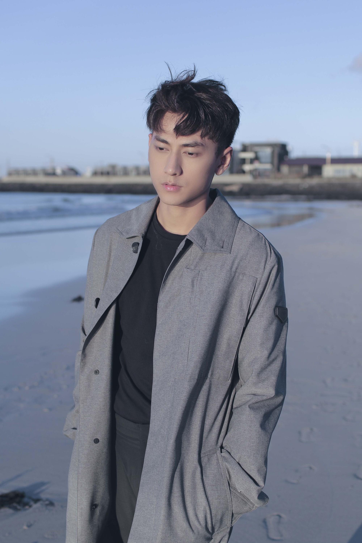 Isaac tiếp tục vào vai ông chú vướng tình tay ba đầy trắc trở trong MV ballad lụi tim - Ảnh 2.