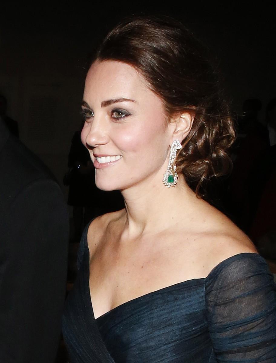 Ngay cả khi diện trang sức, Công nương Kate và Meghan cũng phải tuân thủ luật riêng để tránh bị cho là khoe của - Ảnh 3.