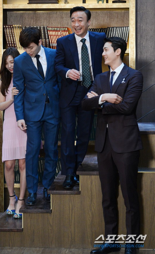 Không chỉ mỹ nhân, cả bạn diễn nam cũng không dám đứng gần 3 sao nam xứ Hàn cao mét 9 này! - Ảnh 22.