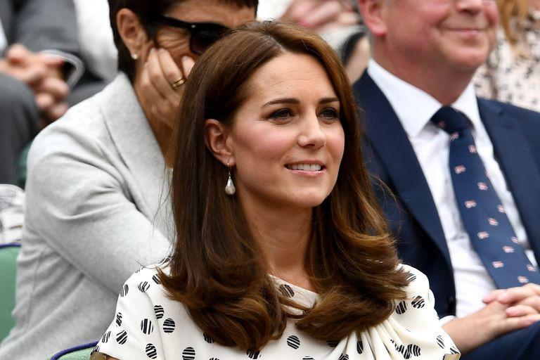 Ngay cả khi diện trang sức, Công nương Kate và Meghan cũng phải tuân thủ luật riêng để tránh bị cho là khoe của - Ảnh 5.