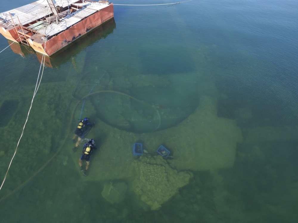 Cái hồ này có một bí mật cổ đại mà phải mất cả trăm năm con người mới phát hiện ra - Ảnh 2.