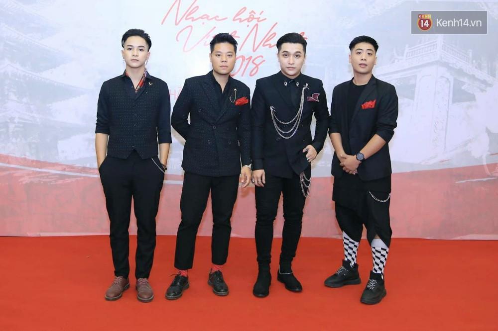Đông Nhi diện váy xẻ ngực táo bạo, hội ngộ hiện tượng âm nhạc thế giới Bút dứa - Táo bút tại thảm đỏ - Ảnh 11.
