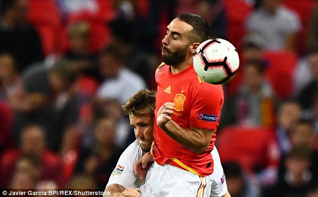 Luke Shaw bất tỉnh sau chấn thương hi hữu, Mourinho lo sốt vó - Ảnh 4.