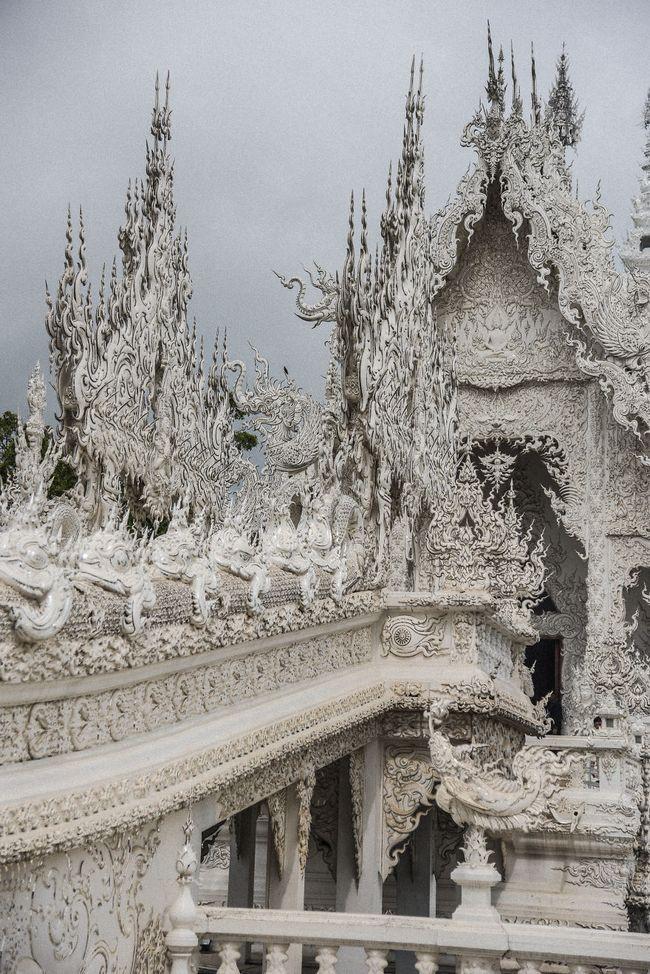 Tham quan ngôi đền Thái Lan sở hữu cây cầu địa ngục, cánh tay người chết và cổng vào thiên đường - Ảnh 12.