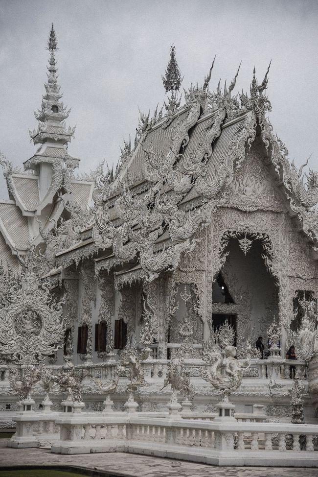 Tham quan ngôi đền Thái Lan sở hữu cây cầu địa ngục, cánh tay người chết và cổng vào thiên đường - Ảnh 13.