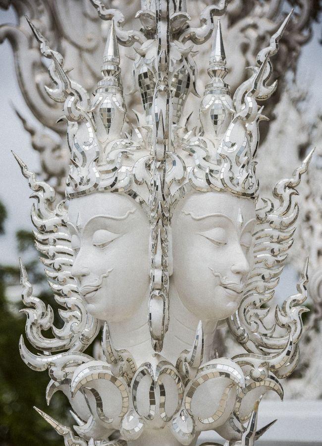 Tham quan ngôi đền Thái Lan sở hữu cây cầu địa ngục, cánh tay người chết và cổng vào thiên đường - Ảnh 5.