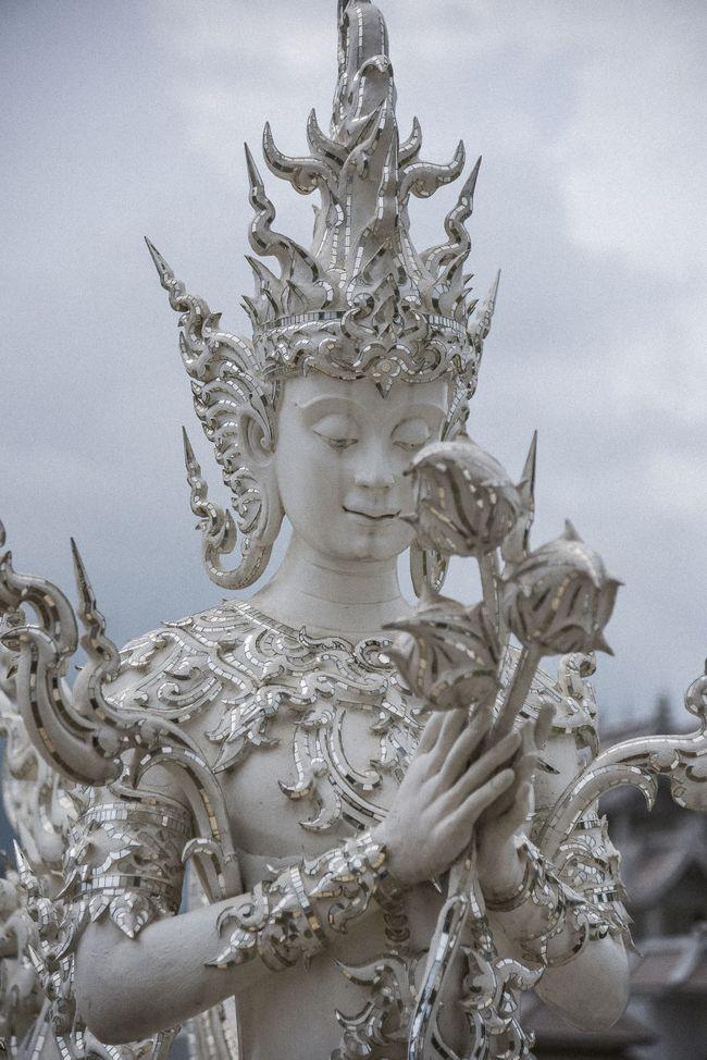 Tham quan ngôi đền Thái Lan sở hữu cây cầu địa ngục, cánh tay người chết và cổng vào thiên đường - Ảnh 6.