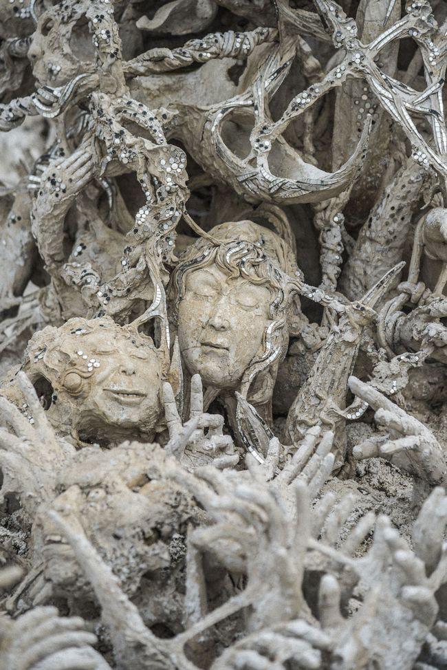 Tham quan ngôi đền Thái Lan sở hữu cây cầu địa ngục, cánh tay người chết và cổng vào thiên đường - Ảnh 10.
