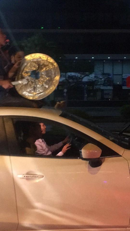 Cư dân mạng kiểm kê thiệt hại về xoong chảo sau đêm ăn mừng chiến thắng của U23 Việt Nam - Ảnh 1.