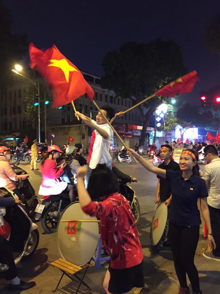 Cư dân mạng kiểm kê thiệt hại về xoong chảo sau đêm ăn mừng chiến thắng của U23 Việt Nam - Ảnh 3.