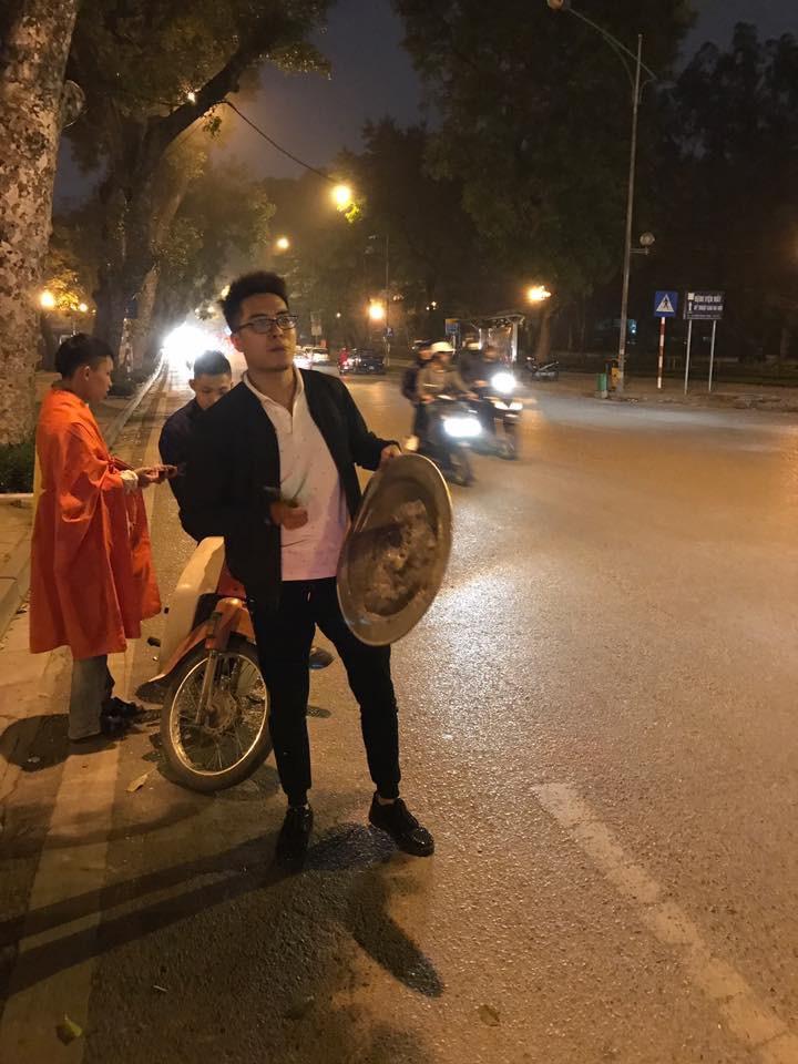 Cư dân mạng kiểm kê thiệt hại về xoong chảo sau đêm ăn mừng chiến thắng của U23 Việt Nam - Ảnh 4.