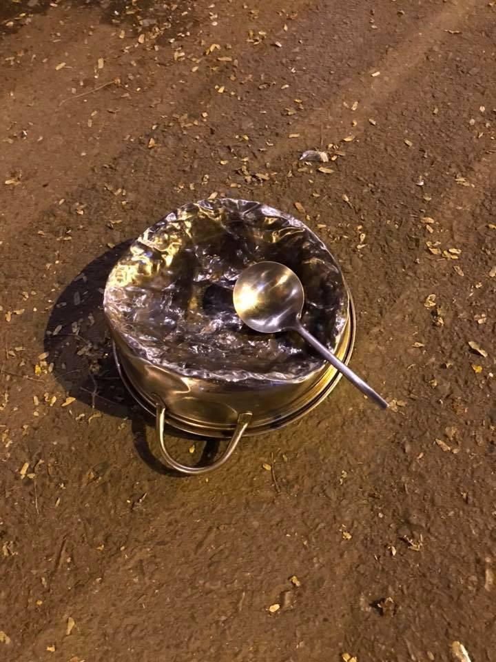 Cư dân mạng kiểm kê thiệt hại về xoong chảo sau đêm ăn mừng chiến thắng của U23 Việt Nam - Ảnh 5.