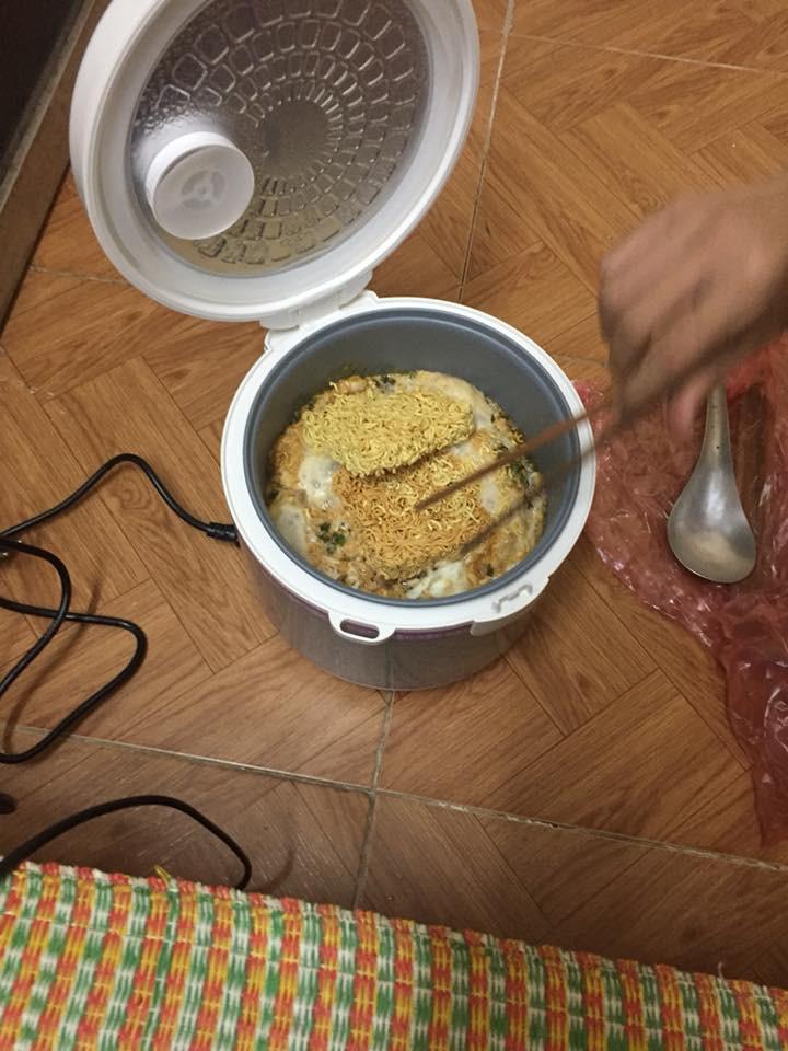 Khi sinh viên biểu diễn nấu tất cả các món với một chiếc nồi cơm điện - Ảnh 14.