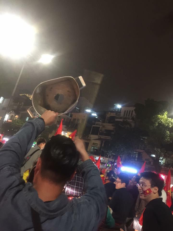 Cư dân mạng kiểm kê thiệt hại về xoong chảo sau đêm ăn mừng chiến thắng của U23 Việt Nam - Ảnh 11.