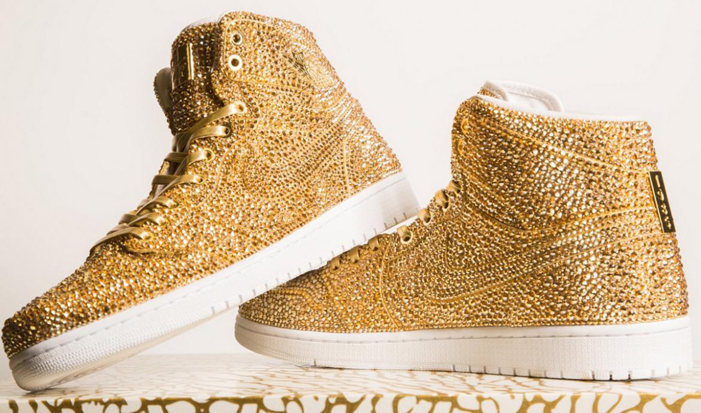 Ngắm mẫu giày Air Jordan đính 15 nghìn viên pha lê lóng lánh có giá gần 150 triệu đồng - Ảnh 1.