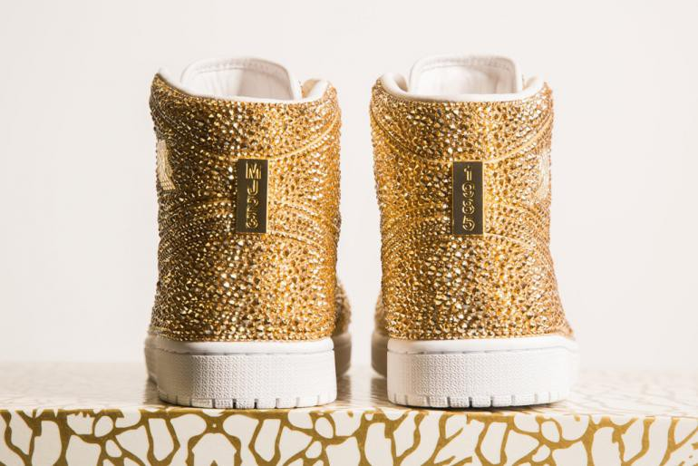 Ngắm mẫu giày Air Jordan đính 15 nghìn viên pha lê lóng lánh có giá gần 150 triệu đồng - Ảnh 4.