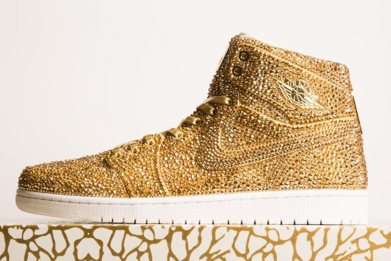 Ngắm mẫu giày Air Jordan đính 15 nghìn viên pha lê lóng lánh có giá gần 150 triệu đồng - Ảnh 3.