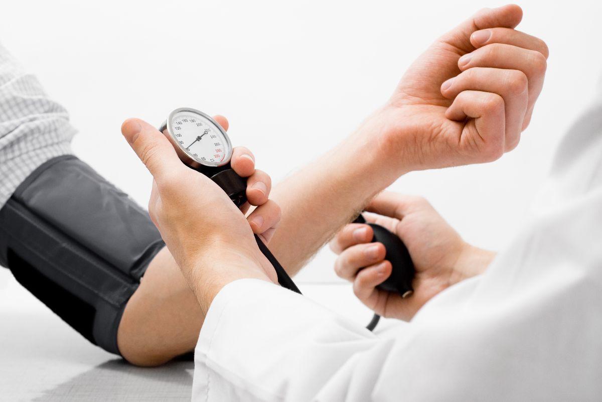 Ăn kiêng kéo dài hay sai cách có thể dẫn đến những nguy hại cho sức khoẻ sau - Ảnh 2.