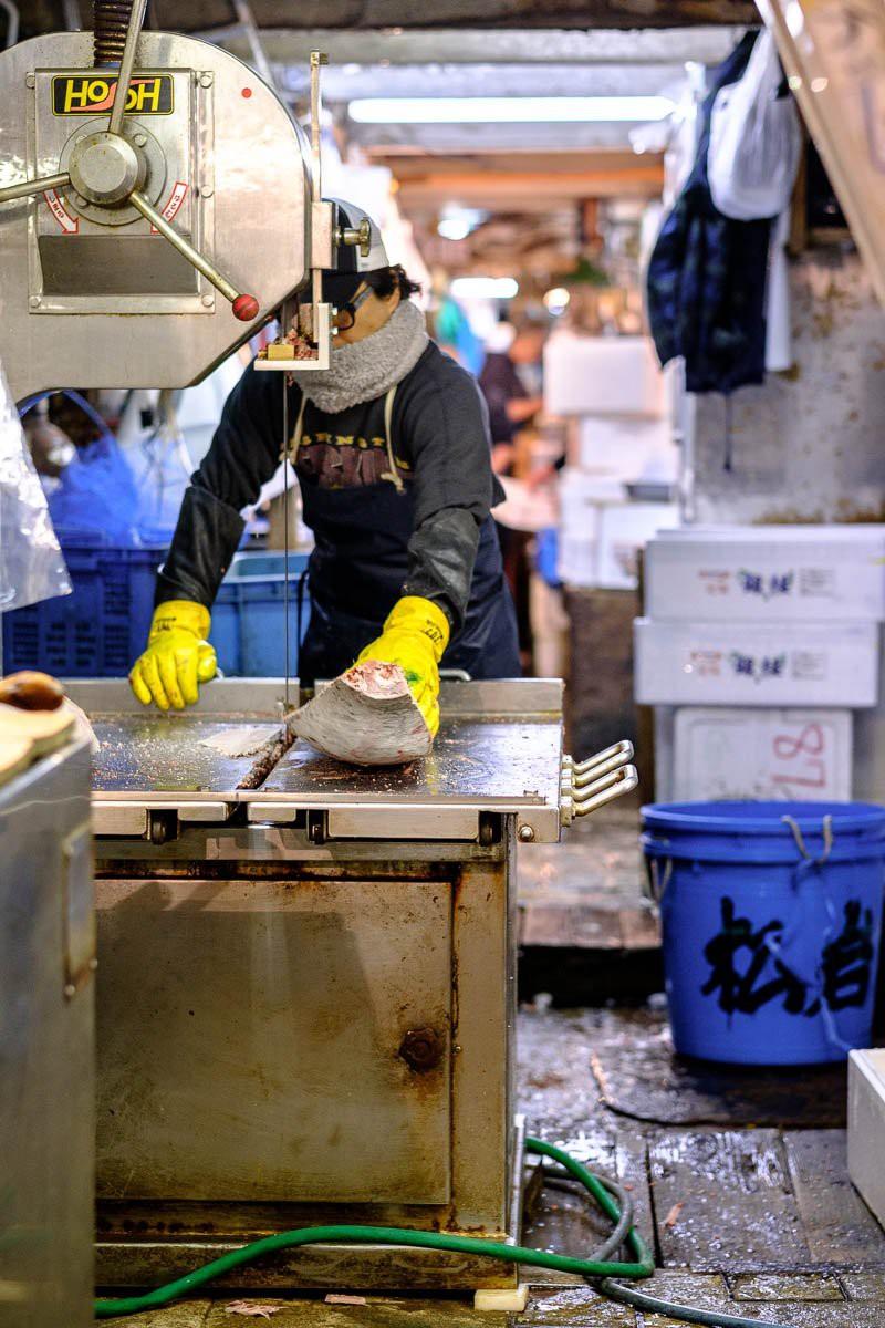 Trong chợ cá lớn nhất thế giới tại Nhật Bản: Mỗi con cá ngừ được bán với giá bằng vài ngôi nhà Nhật Bản - Ảnh 11.