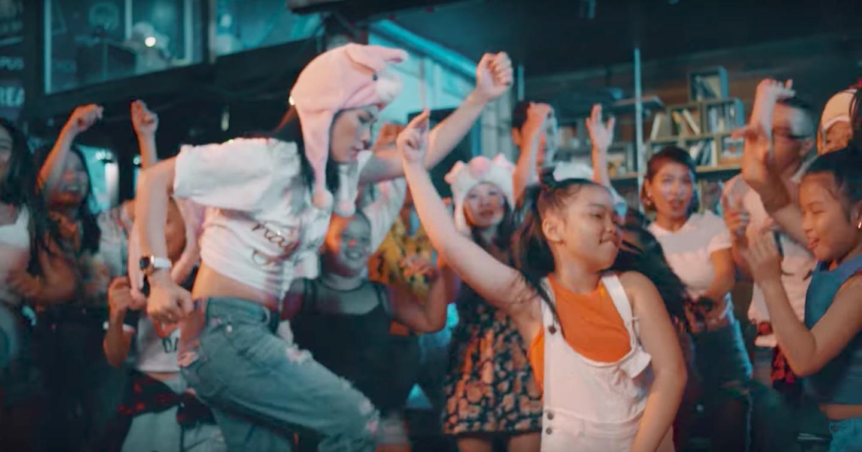 Không thể tin được Mỹ Tâm lại lầy lội đến thế này khi nhảy vũ điệu say rượu trong MV mới - Ảnh 7.