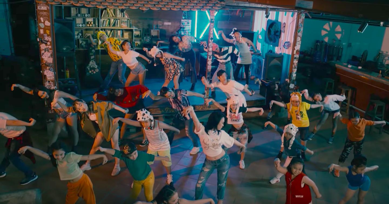 Không thể tin được Mỹ Tâm lại lầy lội đến thế này khi nhảy vũ điệu say rượu trong MV mới - Ảnh 8.