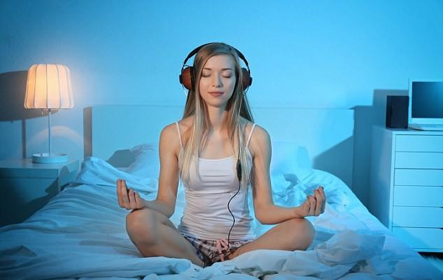 Các nhà tâm lý học khuyên bạn nên làm 5 điều này trước khi đi ngủ, team khó ngủ đặc biệt nên áp dụng - Ảnh 1.