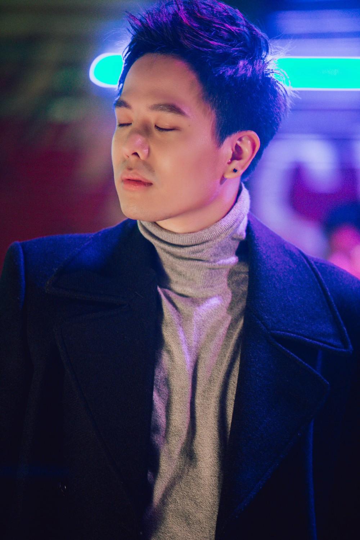 Biết bạn gái phản bội, hacker Trịnh Thăng Bình vẫn bất chấp yêu đến mức bị bắn chết trong MV mới - Ảnh 8.