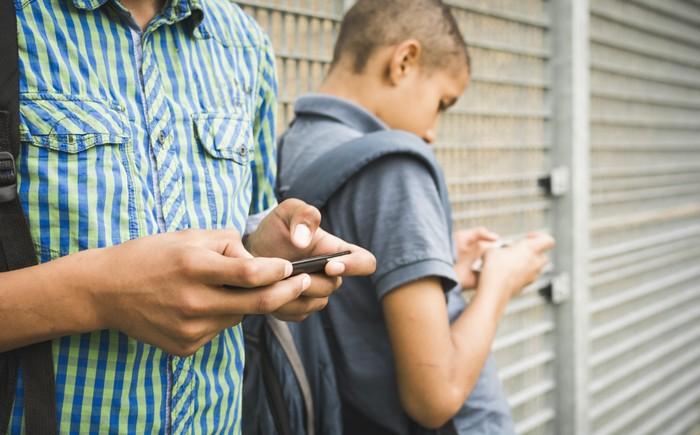 Hệ lụy từ kỷ nguyên smartphone: Những căn bệnh bạn có thể đã mắc mà không hay biết - Ảnh 1.