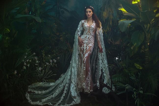 Stylist của Hoa hậu HHen Niê chia sẻ clip tâm đắc nhưng lại vô tình tố NTK Chung Thanh Phong đạo ý tưởng? - Ảnh 11.